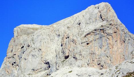 PEÑA VIEJA (2.613 m)